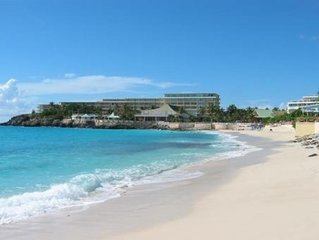 LA PLAGE PENTHOUSE....3BR suite in Royal Islander Resort...walk to restaurants,