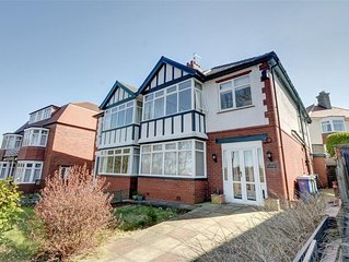 Parkside - Six Bedroom House, Sleeps 10