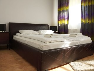 M20 apartment in Stare Miasto with WiFi & air conditioning.