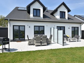 Swanky Holiday Home in Kuhlungsborn near Sea