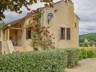 Spacious Villa in Puy-l'Eveque with Swimming Pool