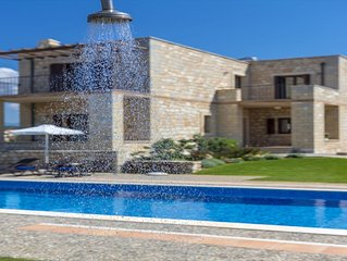 Azure Stone villa, 70m From The Beach