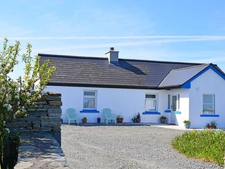 Cottage 312 Ballyconneely - sleeps 6 guests  in 3 bedrooms