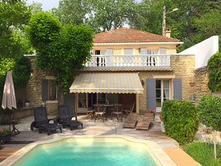 Serene Holiday Home in Carpentras with Private Swimming Pool