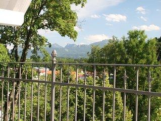 Ferienwohnung 3, Dachgeschoss mit hohen Decken und Balkon, 48 qm