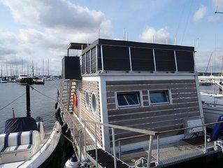 Hausboot LaBoetle - Willkommen an Bord, Urlaub in der 1. Reihe mit traumhaftem B