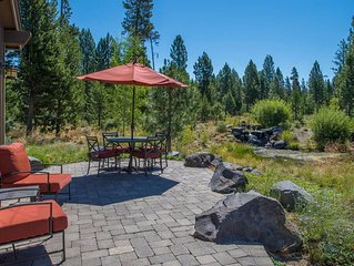 Lake side Caldera Springs cabin with hot tub, A/C and WIFI