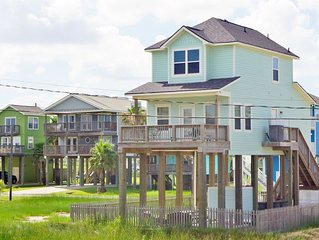 Sunny Beach Sandcastle Cottage a gorgeous, brand new BEACH SIDE home!