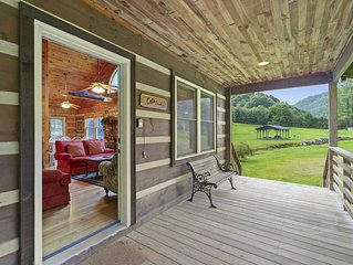 Cat's Creek Cabin-  3bd/2ba, Creek in back yard, Hot Tub, Walk to Golf!