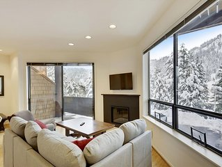 Recently Remodeled! 0.1 Miles from Squaw's Village. Stunning Views from the Priv