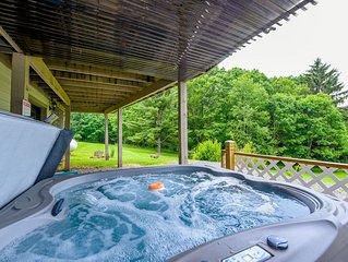Pet friendly mountain chalet w/ lake access, fire pit, hot tub!
