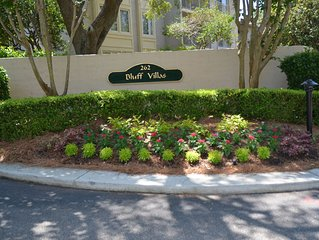 Charming villa with short walk to South Beach Marina Village.