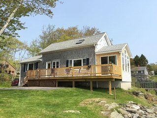 1 Bedroom, 1 Bath spacious cottage located right on the shoreline of Cundy`s Har