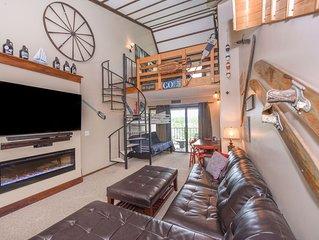 714H- Studio loft style condo, lakefront w/ free WiFi!