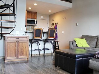 Lofted Studio at Tahoe Donner Lodge, Recently Remodeled. Easy Access to all the