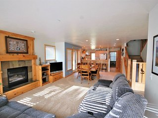 3bedroom townhome, slps 10, easy beach access, bikes, wifi, kids games and more!