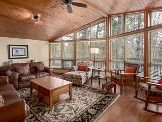 Falcon Cabin: Serene Location Minutes to trails, golf & beaches - PET FRIENDLY (