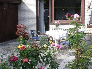 geräumiges, ruhig gelegenes Ferienhaus mit Garten und Ostseeblick, nah am Stra