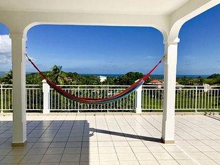 Maison spacieuse avec une belle vue dégagée sur la nature et la mer