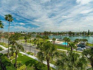 Marina Bay 308, 3 Bedroom, Beachfront, 2 blocks from Don Cesar, WiFi, Sleeps 6