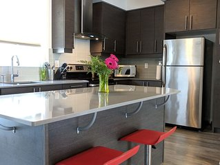 6 Bedroom Entire House near Subway Station in Toronto City (Free WiFi, Parking)