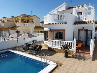BLUE LAGOON VILLA, MODERN, PRIVATE HEATED POOL,10MIN WALK BEACH, WIFI,ENGLISH TV