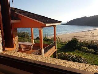 Chalet en playa Canelas con acceso directo a dicha playa.