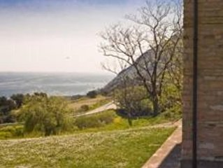 Riviera del Conero. Casa in campagna sul mare