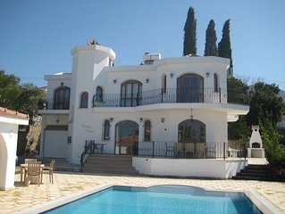 Luxury Villa with Large Private Pool and Landscaped Garden, Free Wifi