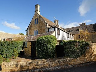 Cloisters Cottage in Bourton-on-the-water With Off Road Park For Two Cars