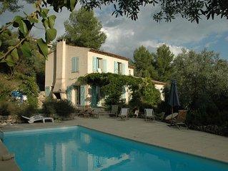 Paisible villa avec piscine et magnifique vue sur la campagne provencale