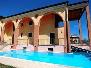Elegante Villa in zona tranquilla con piscina a sfioro privata