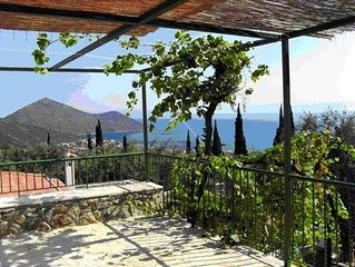 Spectacular Aegean views. Comfortable traditional house in Arcadian village