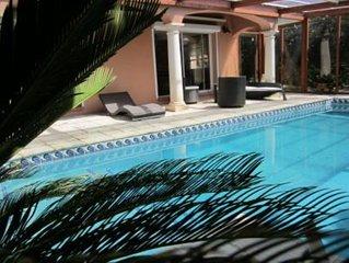 Villa , vue mer avec piscine chauffée 30 ° et climatisation sans vis à vis