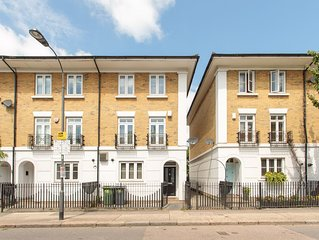 Luxurious 4 bedroom home with parking,  aircon close to tube , shops restaurants