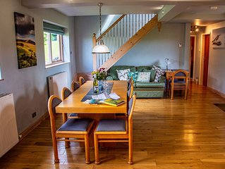 'Peak Retreat' Hayfield, Peak District , Derbyshire Sleeps 9. Great Views.