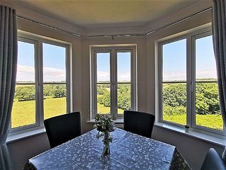 Valley View: 2 Bed Fowey Apartment with Countryside Views, Garden & Parking