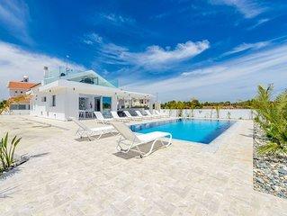 Villa Tzialli - Luxurious 5 Bedroom Villa With Large Private Pool
