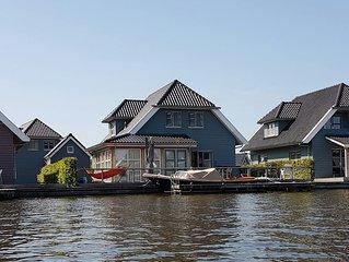 10 persoons luxe vakantievilla met eigen aanlegsteiger aan het Sneekermeer.