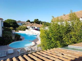 Très joli DUPLEX île de Ré***vue piscine, à côté plage de La Couarde sur mer.