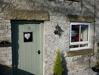 THE NOOK, a cosy 3 bed cottage, newly renovated & pet friendly in Tideswell