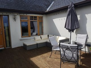 Luxury 5 beds private, mod hse near pubs restaurants, 45 min from Dublin Airport