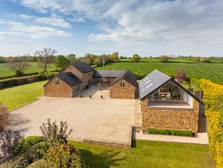 Stunning 5 bed Barn on the edge of idyllic village, walking distance to pub