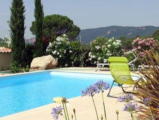 Superbe maison 4 chambres avec piscine privée et jardin clôturé.