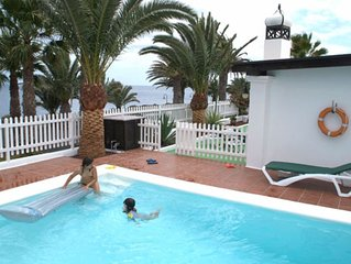 Private Heated GATED Pool Safe CHILDREN friendly AirCon Super Views STRAIGHT SEA