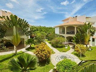 Blueberry Condo Penthouse pool, jacuzzi, tropical garden, barbecue