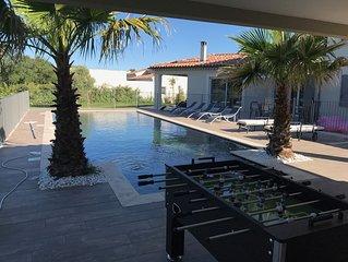 5 étoiles rating, 4-bed villa, spacious outdoors, pool house and beautiful garde