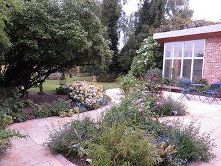 Beautiful high specification garden studio close to City centre