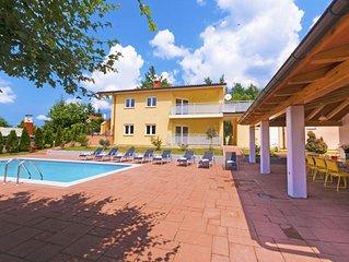 Schöne Villa mit privatem Pool in ruhiger Umgebung