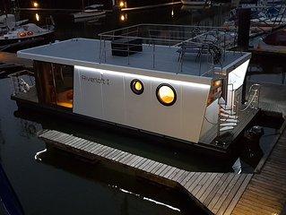 Urlaub auf der 'Riverloft I'.  Die erste Ferienwohnung auf einem Hausboot